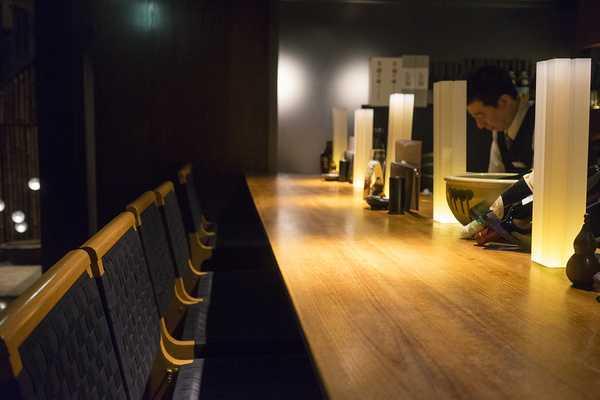 The downstairs bar at Hinaikomachi