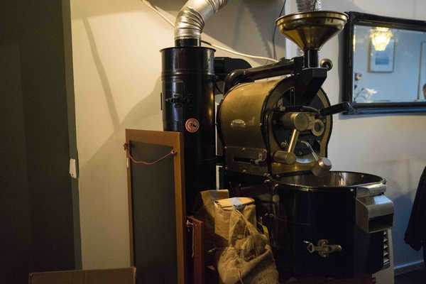 The micro-roaster, one kilogram of beans at a time